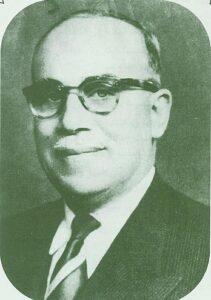 الدكتور أحمد منيف العائدي