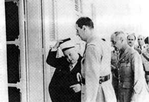 الرئيس الحسني مع الجنرال ديغول بدمشق