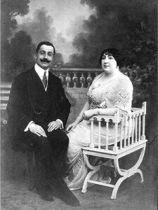 أحمد نامي وزوجته الأميرة عائشة سلطان.