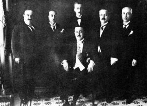 الرئيس نامي مع أعضاء حكومته