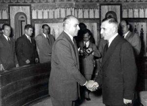 الرئيس الكزبري مستقبلاً الرئيس الشيشكلي في المجلس