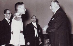 السفير نسيب البكري مع حسين سنة 1955.