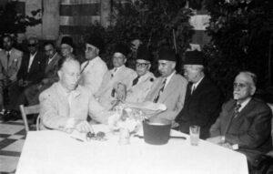 هاشم الأتاسي رئيساً لمؤتمر حمص في عهد الشيشكلي.