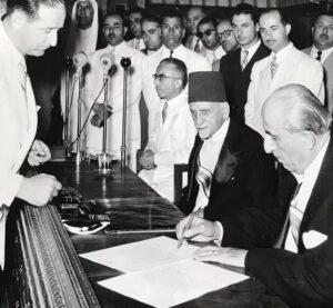 انتقال الحكم بين هاشم الأتاسي وشكري القوتلي سنة 1955.