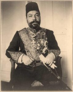 العابد سفيراً سنة 1908.