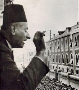 الدكتور الشهبنندر في دمشق سنة 1937.