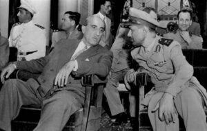 اللواء عفيف البزرة مع الرئيس شكري القوتلي سنة 1957.