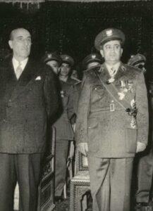 اللواء توفيق نظام الدين مع رئيس الجمهورية شكري القوتلي سنة 1956.