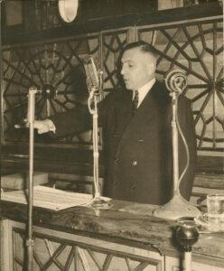 الرئيس أديب الشيشكلي يلقي القسم الرئاسي في 11 تموز 1953.