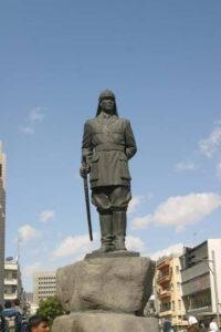 تمثال الشهيد يوسف العظمة.