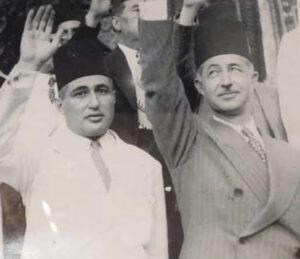 ادمون حمصي وسعد الله الجابري رافعين تحية الكتلة الوطنية قبل سفرهم إلى باريس سنة 1936.