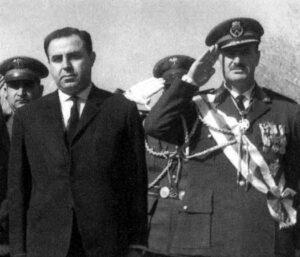 الرئيس نور الدين الأتاسي مع وزير الدفاع حافظ الأسد.