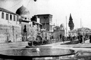 جامع تنكز في شارع النصر.